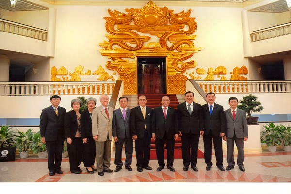 group_photo_-_courtesy_call_on_h_e__nguyen_xuan_phuc_prime_minister_of_vietnam_on_27_september_2016_600x400